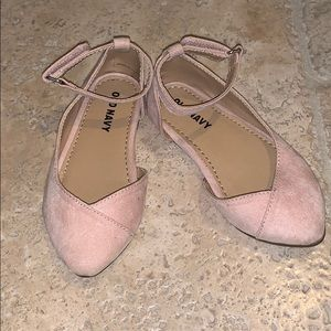 Old navy baby girl size 6 pale pink suede flats